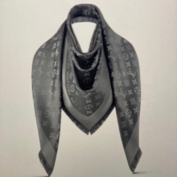 Louis Vuitton Accessories - Louis Vuitton monogram shine shawl